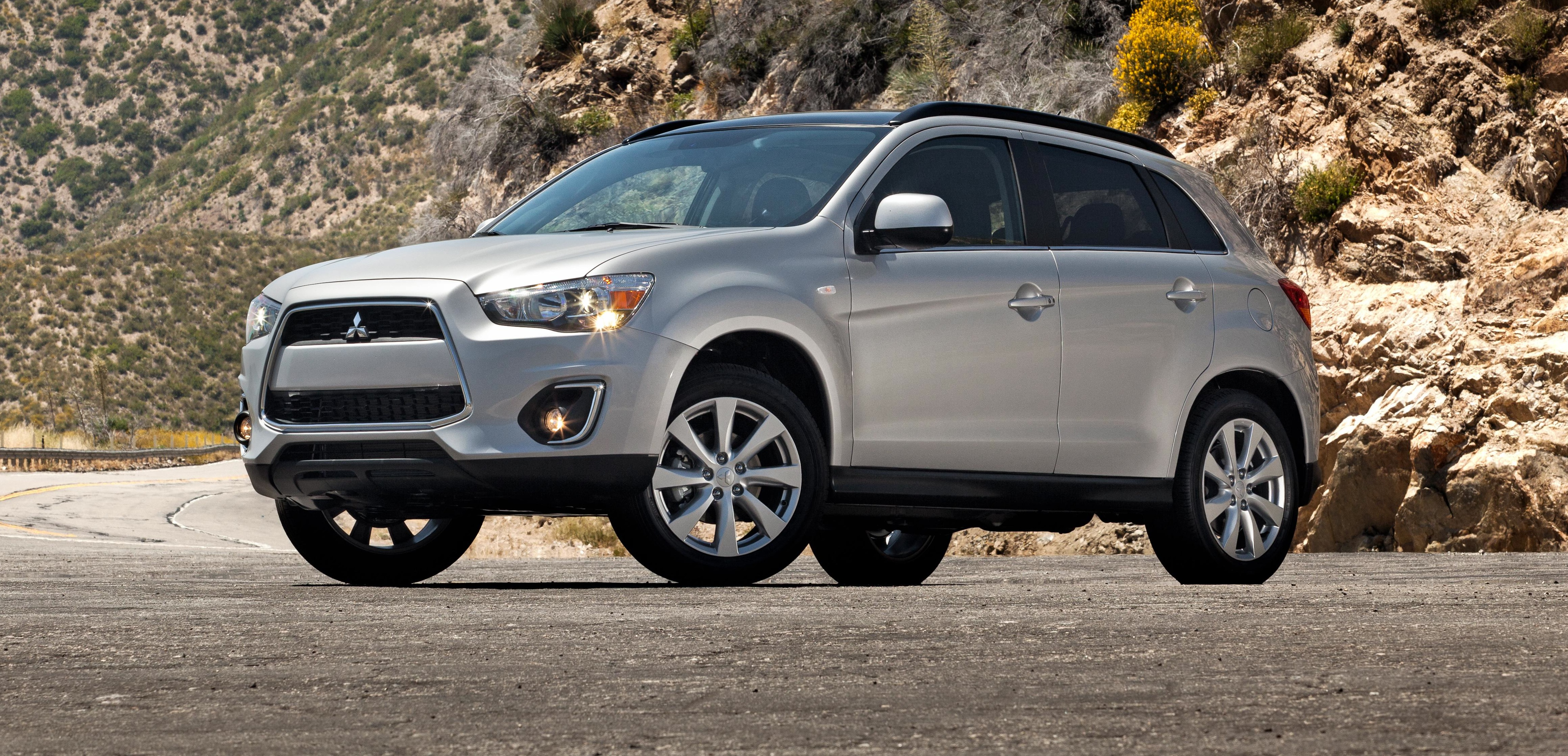 2014 mitsubishi outlander sport review value priced compact crossover carnichiwa. Black Bedroom Furniture Sets. Home Design Ideas