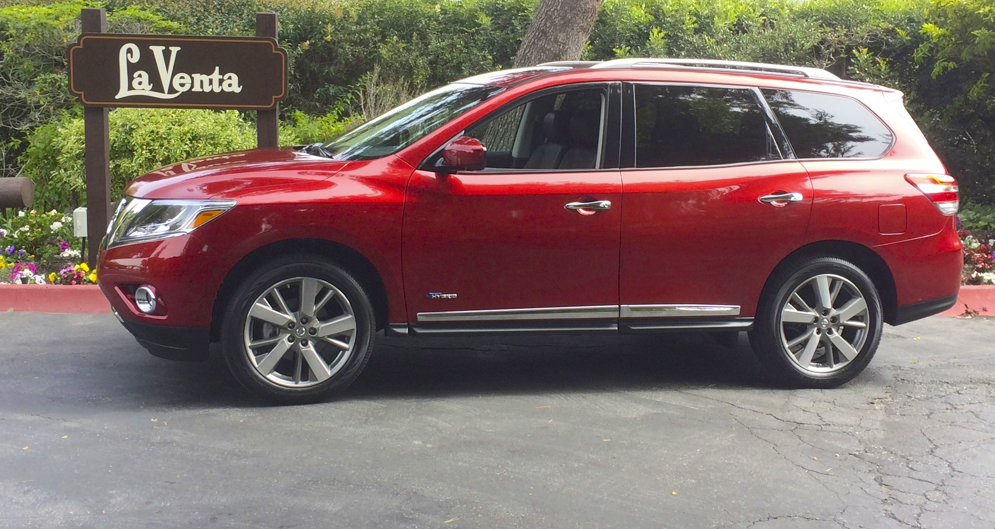 2014 Nissan Pathfinder Hybrid Review Popular Midsize Crossover Goes High Tech Carnichiwa