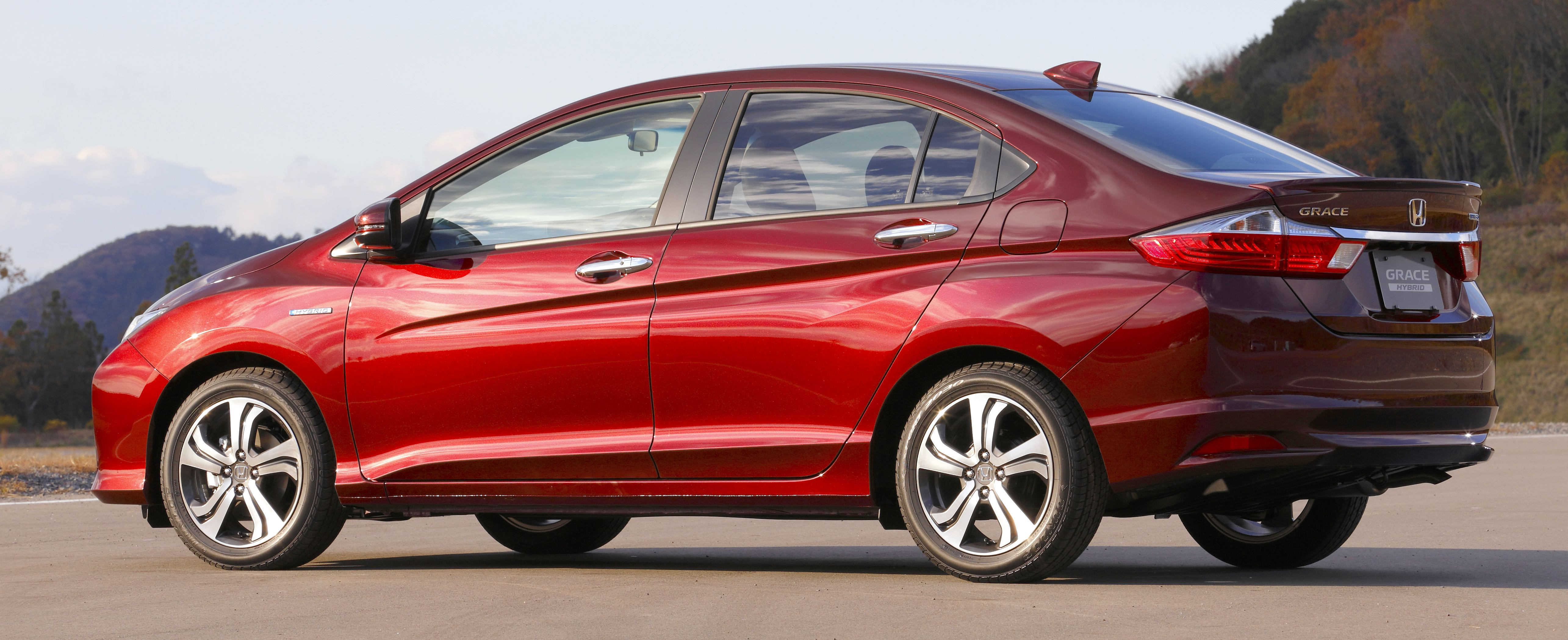 CarNichiWa New Honda Grace Hybrid Preview Sedan Goes On Sale - American honda