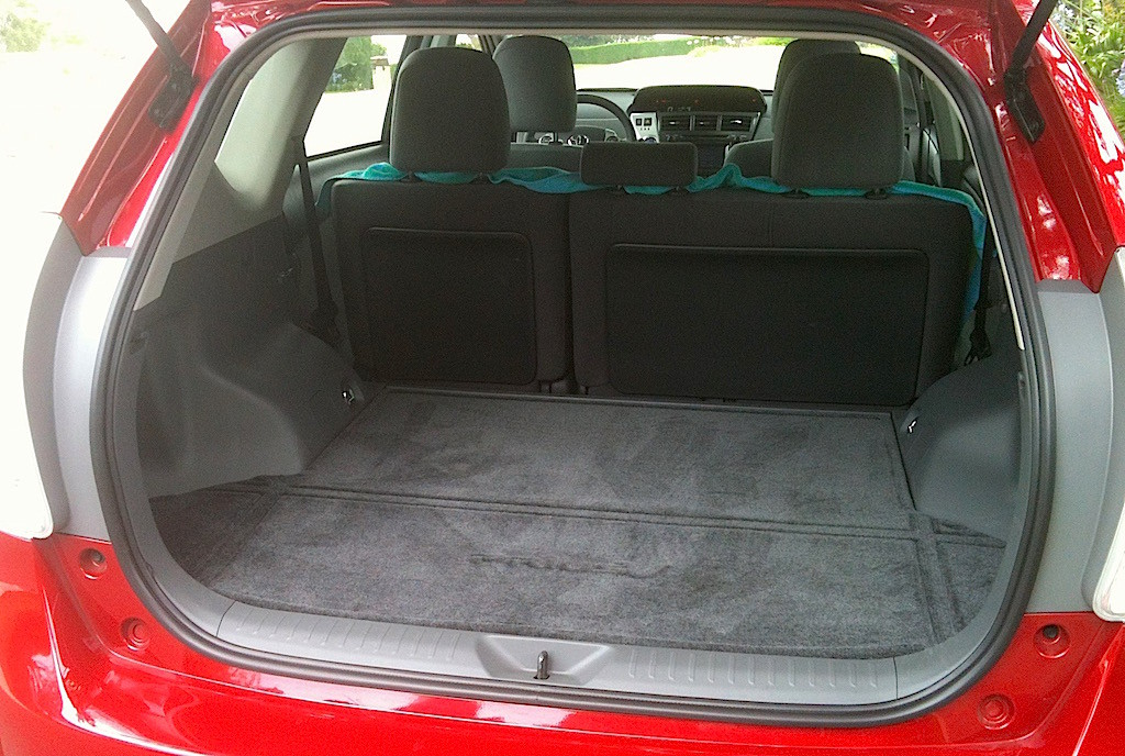 2013 toyota prius v review a new choice in the hybrid space race carnichiwa. Black Bedroom Furniture Sets. Home Design Ideas
