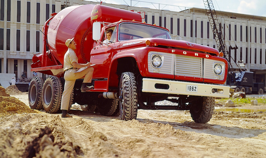 1962 Ford F-850 Truck with Concrete Mixer