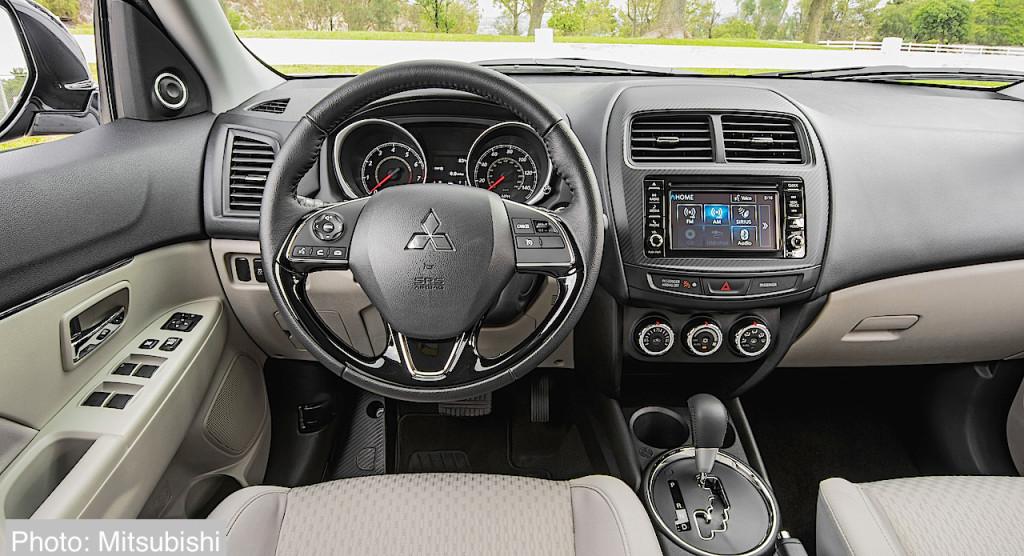 2016 Outlander Sport SE interior